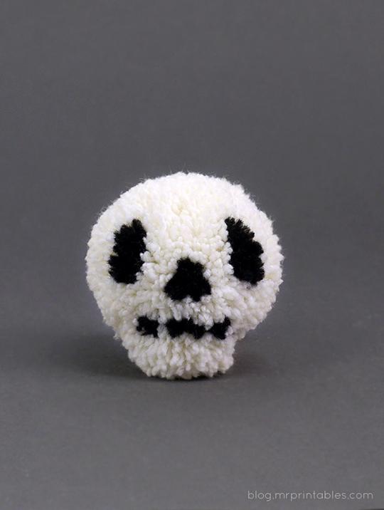 halloween-skull-pompom